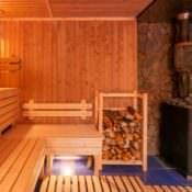 Традиционная баня с дровяными печами и польза для здоровья
